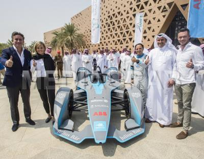 Alejandro Agag, Susie Wolff, Andre Lotterer and Felipe Massa with the Gen2 Formula E car in Saudi Ar.jpg